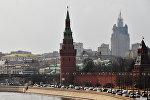 Московский Кремль и Кремлевская набережная, на втором плане справа — здание министерства иностранных дел РФ