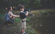 Balıqçılıq edən uşaqlar, arxiv şəkli