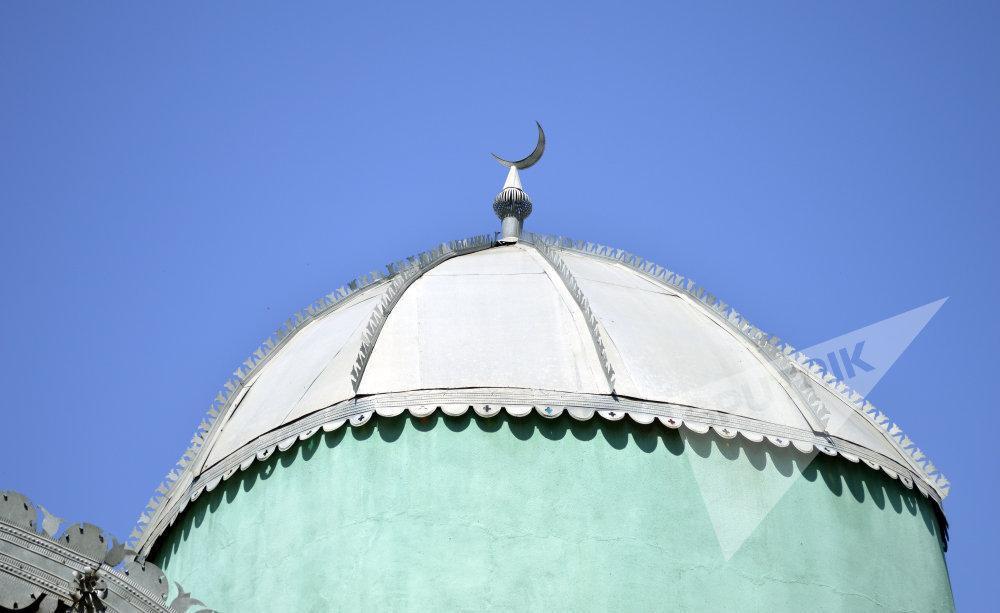 Мавзолей шейха Захида в деревне Шихаракан Лянкяранского района