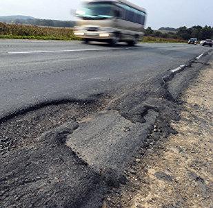 Разрушенная дорога, фото из архива