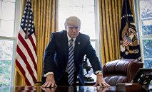 Президент США Дональд Трамп в Овальном кабинете, фото из архива