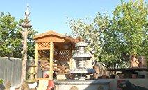 Уроженец деревни Гияслы Агдамского района Мирсияб Абдуллаев изготавливает у себя во дворе фигуры птиц и животных