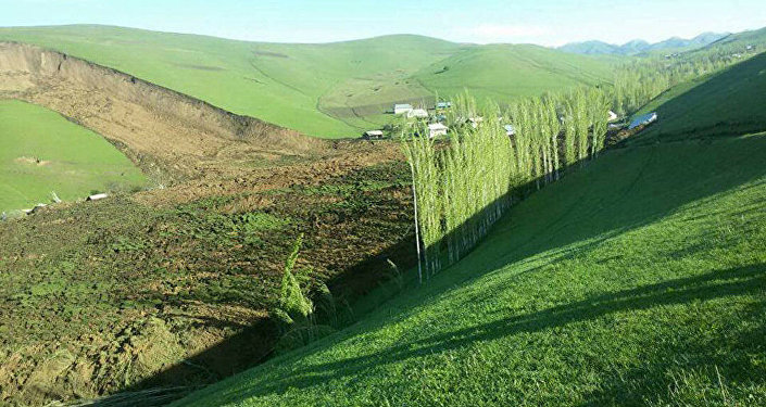 Qırğızıstanın Oş vilayətində güclü torpaq sürüşməsi baş verib