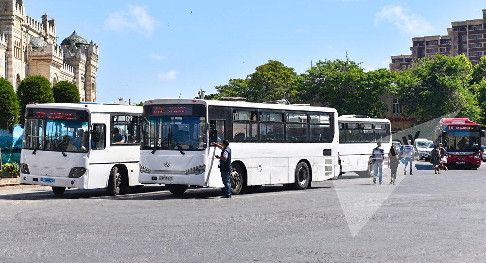 Автобусы на привокзальной площади в Баку. Архивное фото