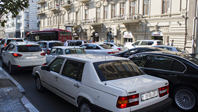Движение транспорта на улице Рашида Бехбудова в Баку, фото из архива