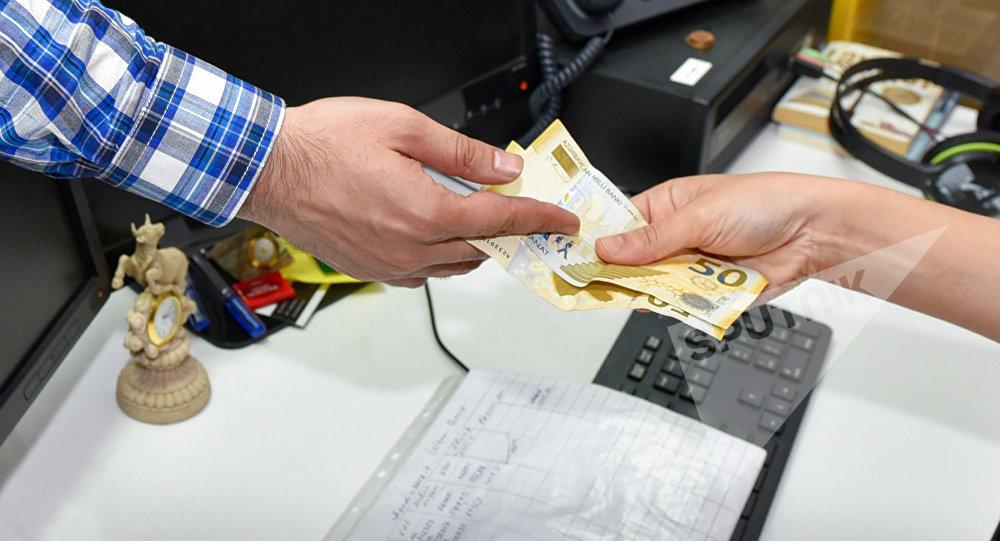 Kredit ödənişi, arxiv şəkli