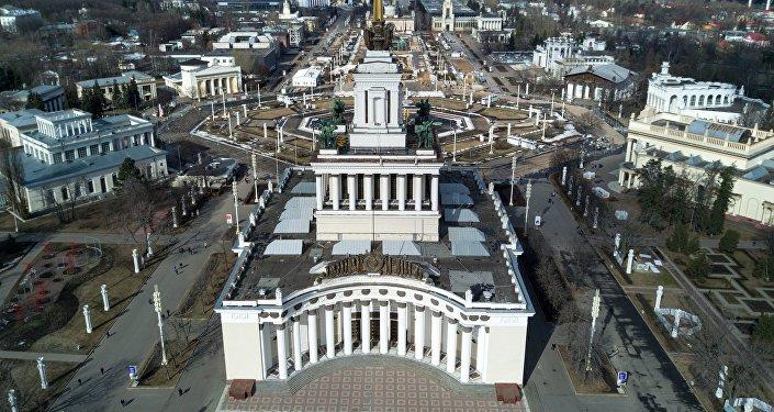 Общий вид территорию Выставки достижений народного хозяйства в Москве, фото из архива