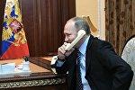 Президент РФ Владимир Путин во время телефонного разговора, фото из архива
