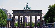Вид на Бранденбургские ворота с западной стороны, с улицы 17 июня в Берлине