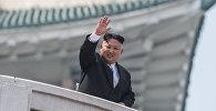 Глава КНДР Ким Чен Ын во время военного парада, приуроченного к 105-й годовщине со дня рождения основателя северокорейского государства Ким Ир Сена, в Пхеньяне, фото из архива