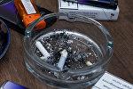 Пепельница с окурками сигарет, фото из архива