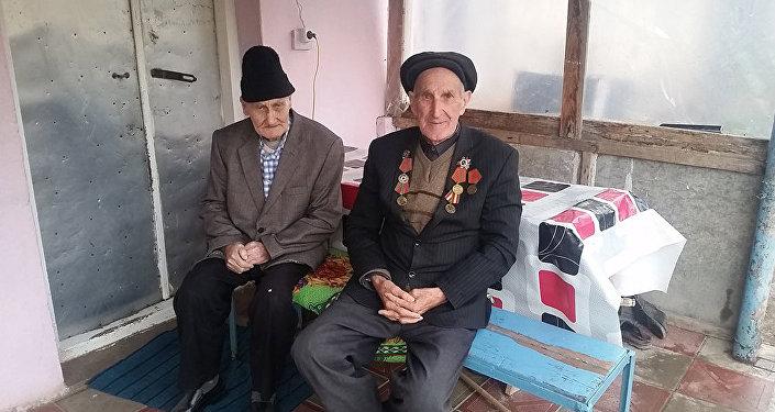 İslam və qardaşı oğlu İkram Tahirovlar