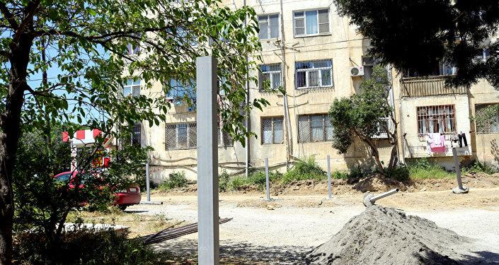 Asif Məhərrəmov küçəsi 46, 50 saylı binaların həyəti