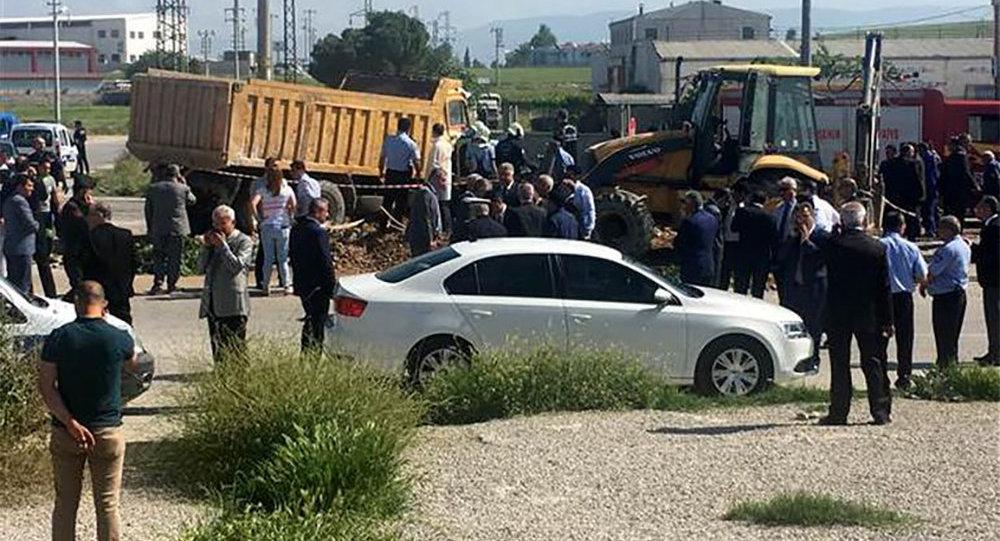 Türkiyənin Dənizli vilayətində, içərisində bölgə prokuroru olan avtomobil yük maşını ilə toqquşub