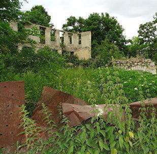 Разрушенные строения в оккупированном Арменией городе Шуша, фото из архива
