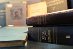 Книги с произведениями Карла Маркса и Фридриха Энгельса в библиотеке, фото из архива