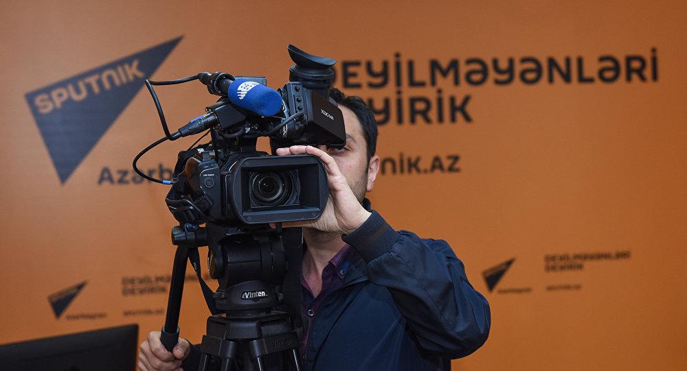 Журналист в пресс-центре Sputnik Азербайджан, архивное фото