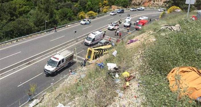 Автобус стуристами перевернулся вТурции: 20 человек погибли, есть раненые