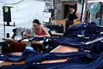 Сотрудницы в производственном цехе швейной фабрики, фото из архива
