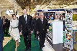 Президент Азербайджана Ильхам Алиев и первая леди Мехрибан Алиева на выставке пищевой промышленности WorldFood Azerbaijan 2017