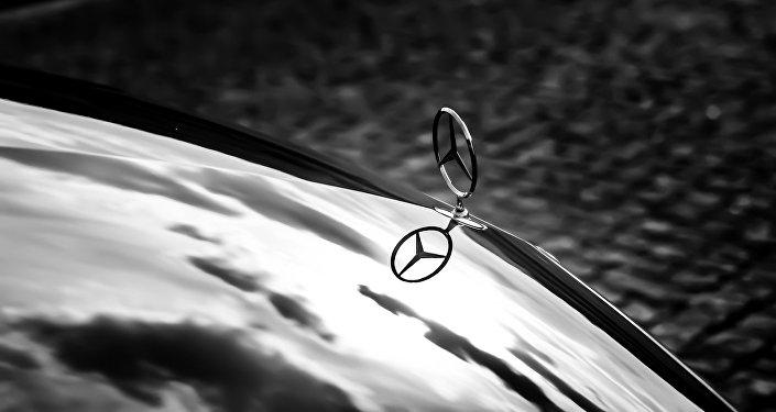 Автомобиль марки Mercedes, фото из архива