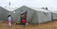 Палатки во дворе общежитий бывшего Пансионата энергетика