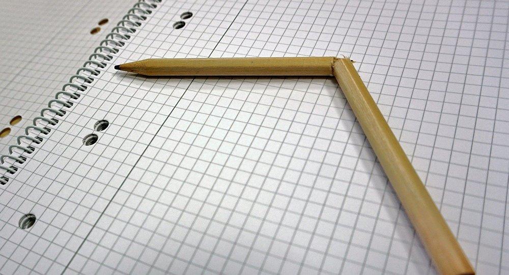 Сломанный карандаш, фото из архива