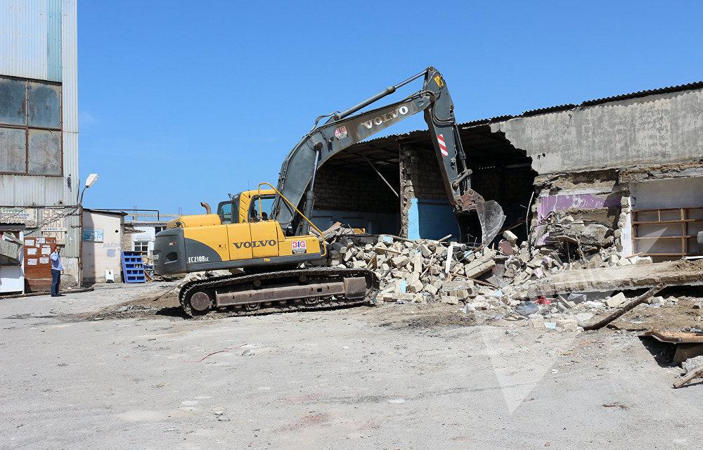 Sumqayıtdakı Şərq bazarında aparılan söküntü işləri