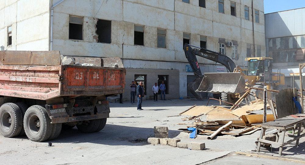 Снос торговых объектов возле рынка Şərq bazarı в Сумгайыте