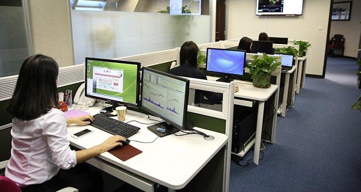 Женщины в офисе, фото из архива