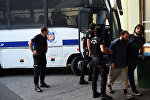 Сотрудники турецкого ОМОНа сопровождают подозреваемых членов ИГ, фото из архива