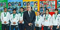 Вице-президент НОК Азербайджана Чингиз Гусейнзаде выступает на встрече с победителями и призерами IV Игр исламской солидарности