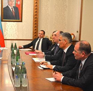 Глава МИД Азербайджана Эльмар Мамедъяров на встрече с делегацией, возглавляемой председателем комитета по внешним связям Европейского парламента Дэвидом Макалистером