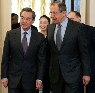 Глава МИД КНР Ван И и министр иностранных дел РФ Сергей Лавров во время встречи в Москве, фото из архива
