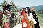 Актриса Светлана Тома в роли Рады в эпизоде из фильма Эмиля Лотяну Табор уходит в небо. 1976 год