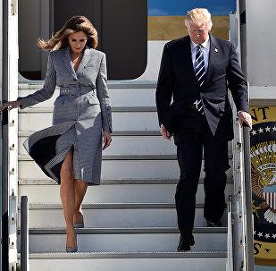 Президент США Дональд Трамп и первая леди Мелания Трамп в Брюссельском аэропорту