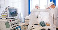 Операция по удалению злокачественной опухоли, фото из архива