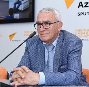 Член Союза писателей Азербайджана Чингиз Алиоглу