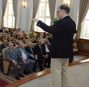 Professor Bülent Aybar UNEC-in professor-müəllim heyəti ilə görüşdə