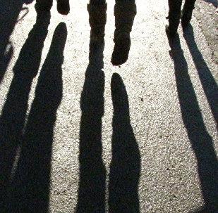 Тени людей, фото из архива