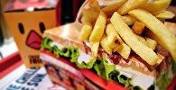 Куриный бургер, фото из архива