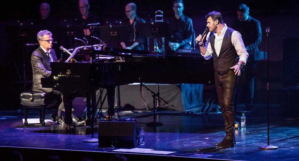 Эмин Агаларов во время концерта в Нью-Йорке