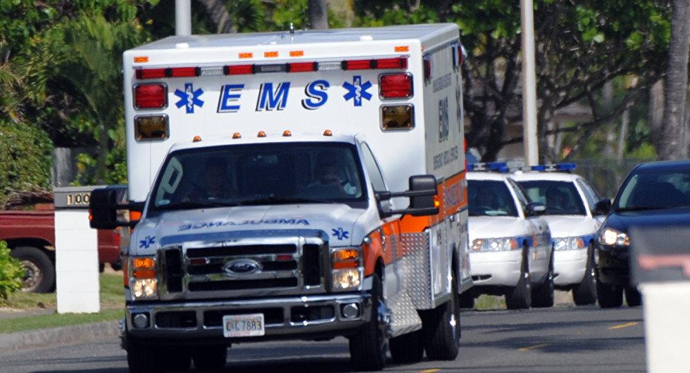 Карета скорой помощи и полицейские автомобили в США, фото из архива
