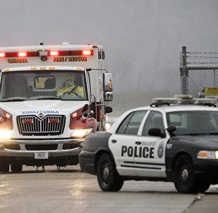 Карета скорой помощи и полицейский автомобиль в США, фото из архива