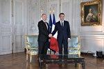Президент РФ Владимир Путин и президент Франции Эммануэль Макрон во время встречи в Версальском дворце, 29 мая 2017 года
