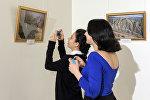 Посетители выставки Цель: Весна в Азербайджанском национальном музее искусств