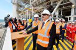Президент Ильхам Алиев принял участие в церемонии отправки в море верхних строений платформы, построенного для Шахдениз-2