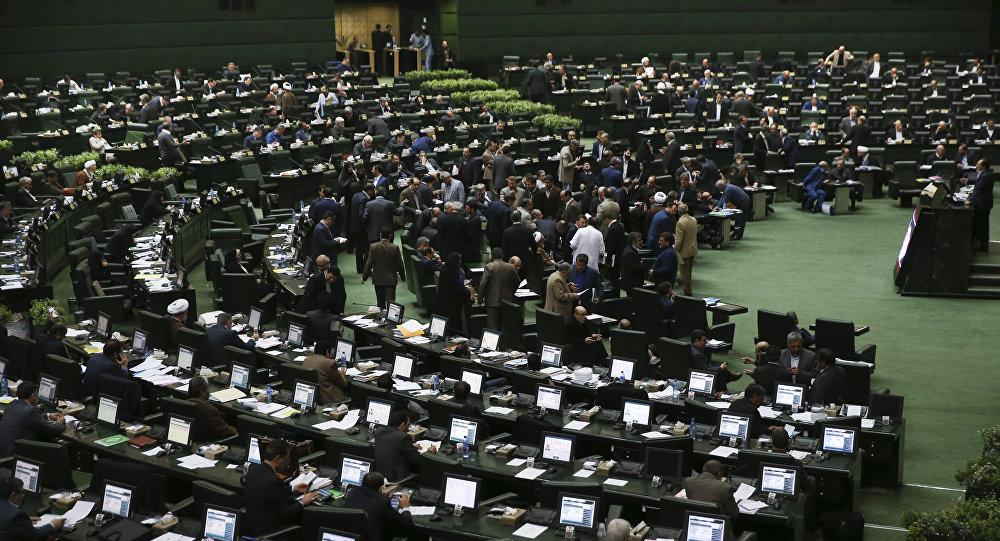 Неизвестные открыли стрельбу виранском парламенте