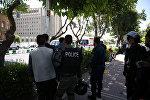 Иранская полиция возле здания парламента, Иран, 7 июня 2017 года