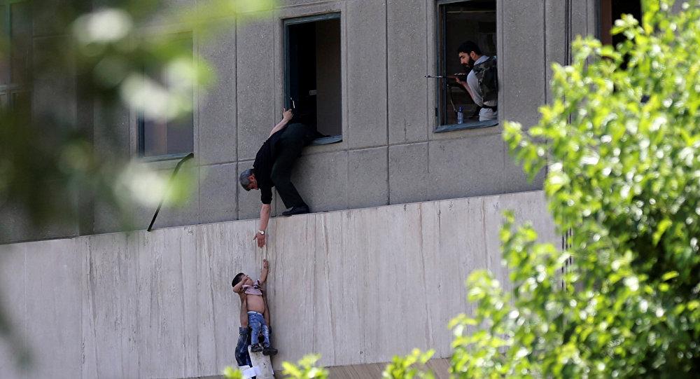 Иранская милиция нашла бомбу вмавзолее Хомейни